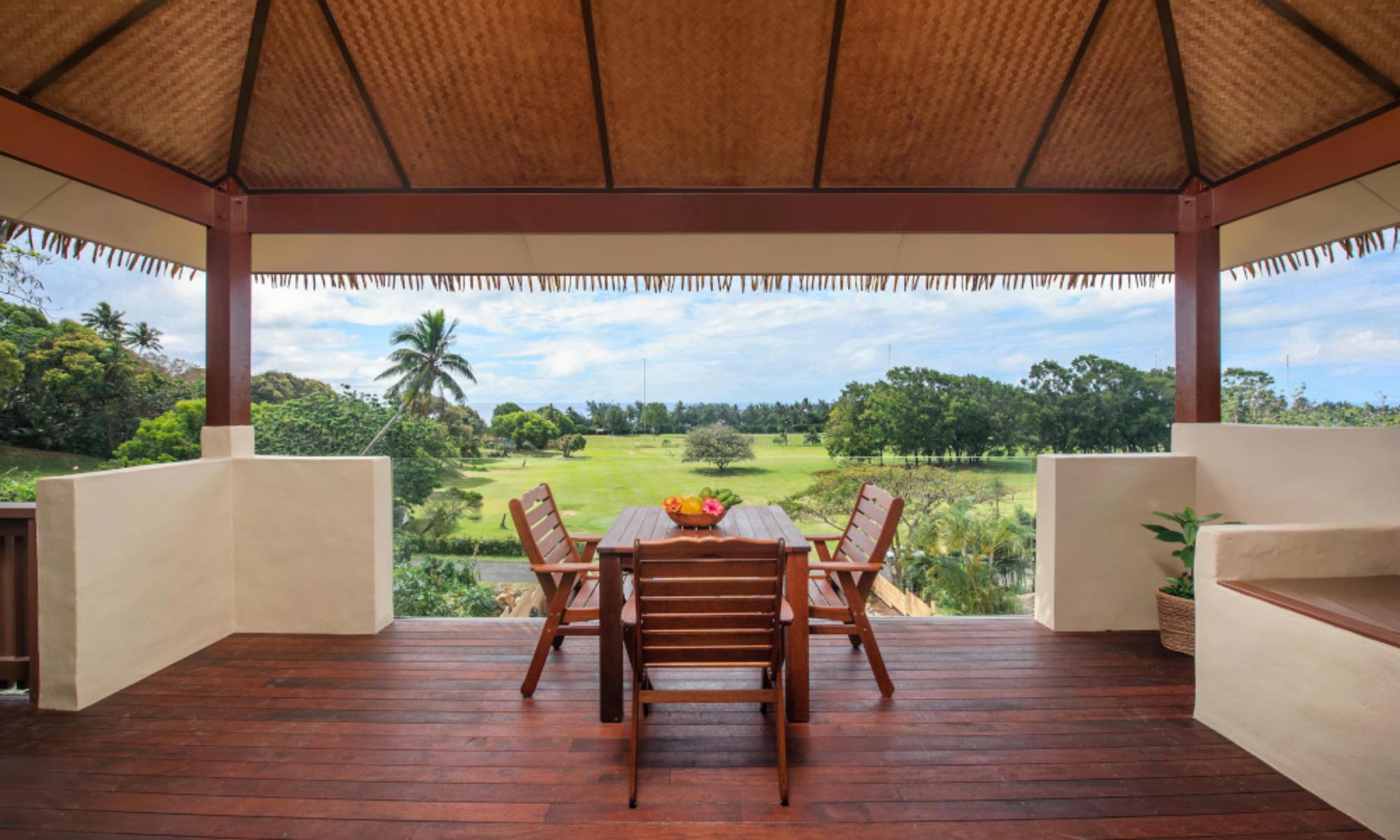 Rainbow villas Luxury accommodation Rarotonga wit glass balcony