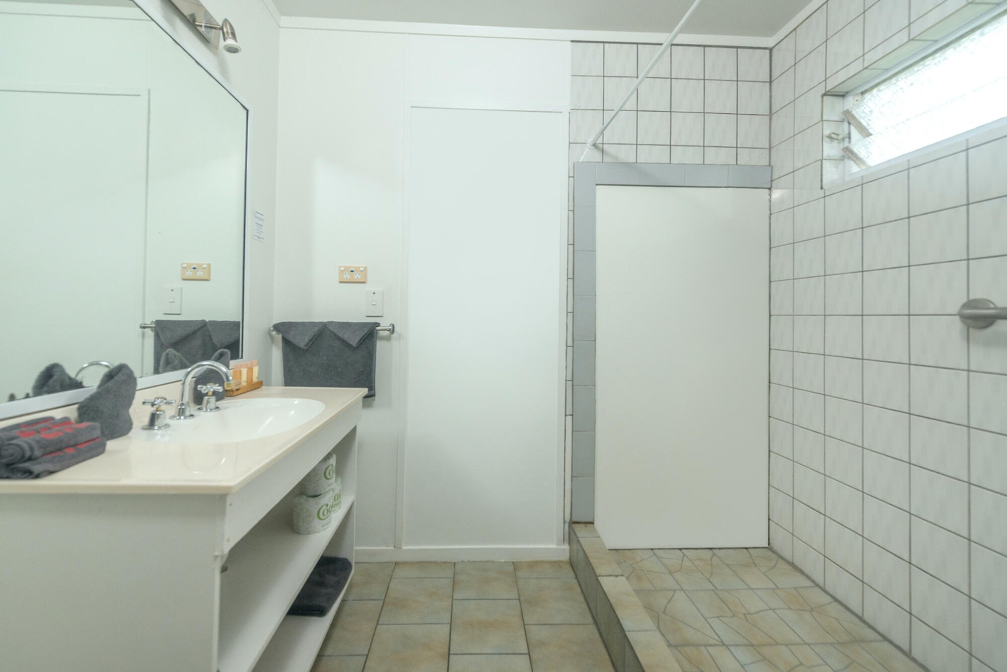 Unit 5 bathroom