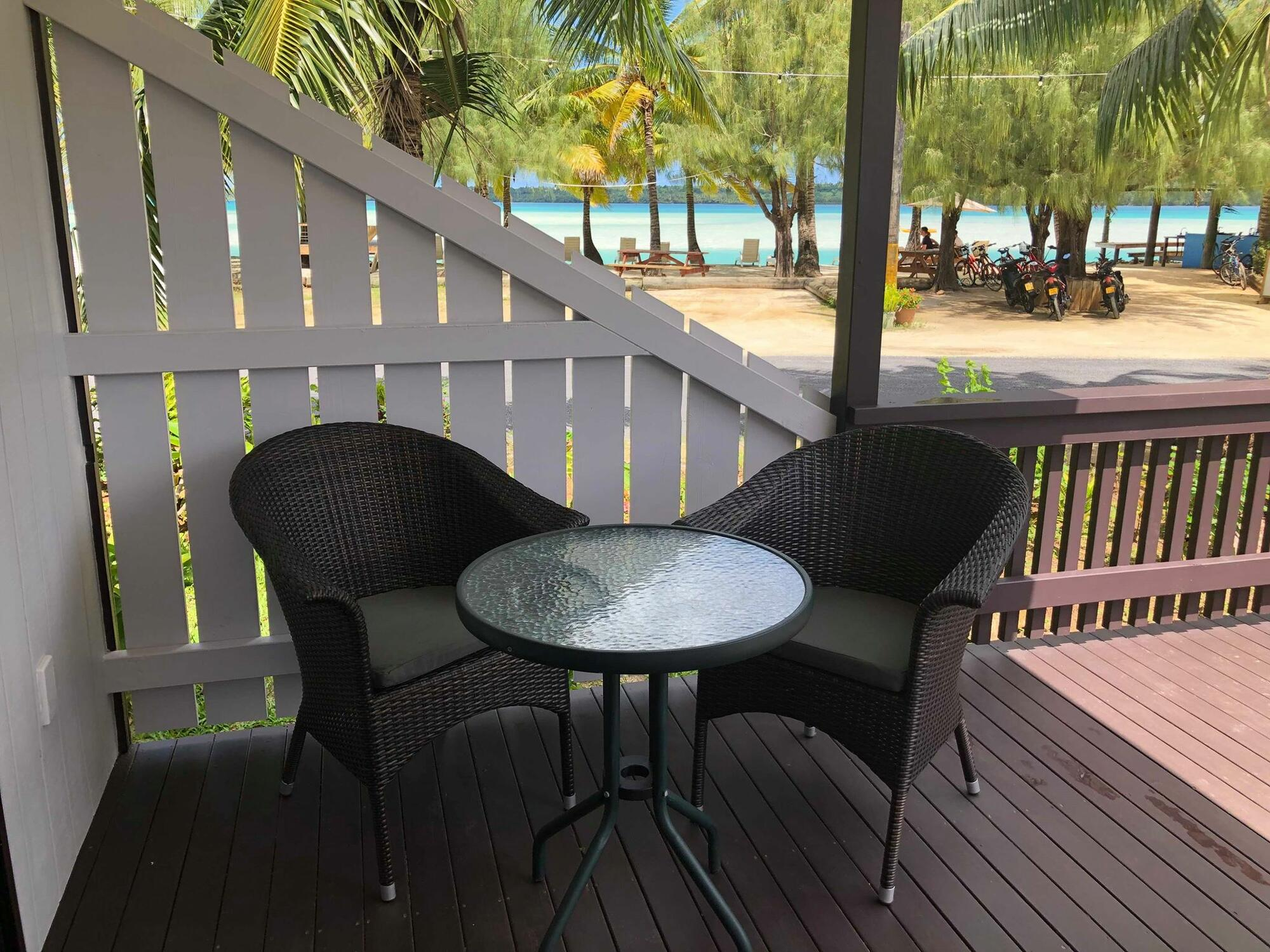 Aitutaki Village - Hibiscus Bungalow Patio