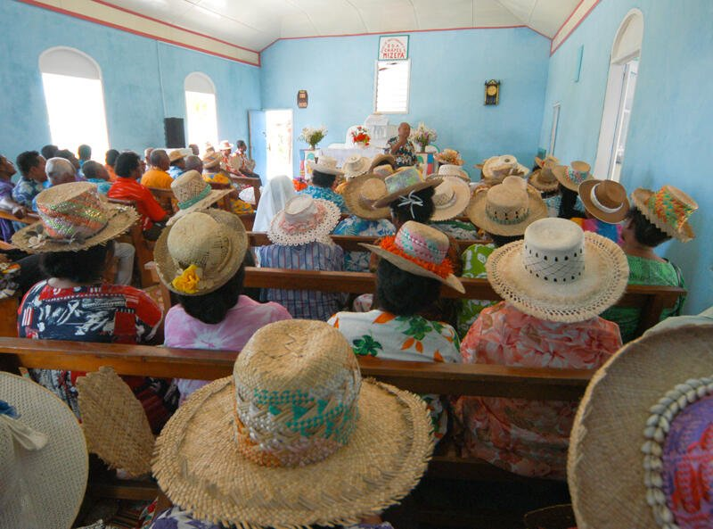 A Rito hats and congregation  SDA Church Pukapuka